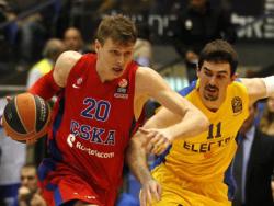 Баскетбол. Московские армейцы в дебютном матче Евролиги разгромили израильский `Маккаби`