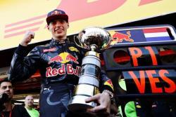 Формула-1. Юный голландец, заменивший Квята, стал самым молодым победителем `Гран-при`