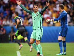 Футбол. ЧЕ-2016. Забив по голу в ворота Уэльса, Роналду и Нани вывели Португалию в финал