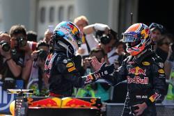 Формула-1. Победный дубль пилотов `Ред Булл`, Росберг уже на 23 очка опережает Хэмилтона