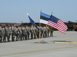 Социологи: Более 40% жителей Эстонии видят в войсках НАТО угрозу войны с Россией