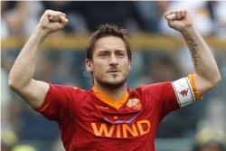 Футбол. Чемпионат Италии. `Юве` увеличил отрыв от `Ромы` до 8 очков, Тотти провел 615 матч