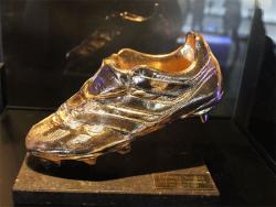 Футбол. Форвард «Барселоны» Лионель Месси в четвёртый раз выиграл «Золотую бутсу»