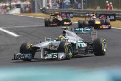 Формула - 1. Льюис Хэмилтон нокаутировал Себастьяна Феттеля, доведя отрыв до 28 баллов