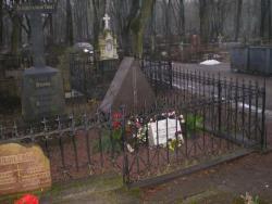 Могила русского поэта Игоря-Северянина