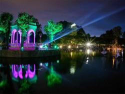 `Свет шагает по Кадриоргу-2018`: Световые инсталляции можно увидеть не только в парке