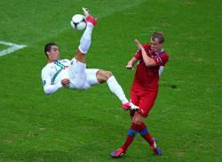 Футбол. Евро-2012. Гол Роналду обеспечил португальцам медали