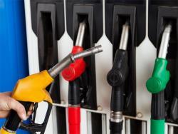 Мировые цены на нефть немного снизили стоимость бензина и дизельного топлива в Прибалтике