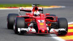 Формула-1. Гонщики `Феррари` сделали победный дубль на `Гран-при Сингапура`