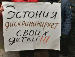 Пикет не помог - русских жителей не слышат: Власти Кейла приняли решение о закрытии школы