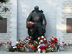 Посольство РФ начинает ремонт монумента Освободителям на Военном кладбище Таллина