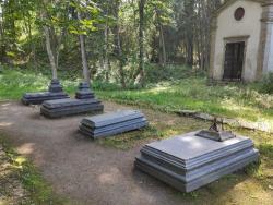 Активисты Front Line очистили могилы графа Бенкендорфа и его супруги в Кейла-Йоа