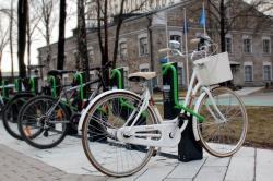 Горожане могут выбрать места, где в центре Таллина должны появиться новые велопарковки