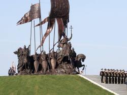 На берегу Чудского озера прошло открытие комплекса, посвященного победе в Ледовом побоище