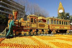 Фестиваль лимонов привлекает в межсезонье туристов на Лазурный берег Франции