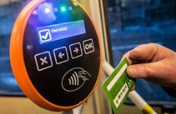 Суд первой инстанции признал право таллинцев ездить без валидирования своей карточки
