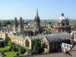 Университеты Англии снижают плату за обучение