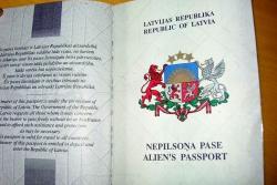 Неграждане Латвии: В 2013 году для них действует 80 законодательных ограничений
