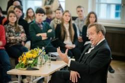 Postimees: Президент Эстонии на презентации своей книги  заговорил на русском языке