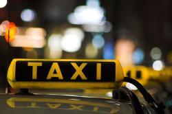 Таксист-мошенник выплатит пассажиру 2600 евро