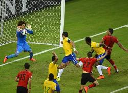 Футбол. ЧМ-2014. Гильермо Очоа позволил Мексике сыграть вничью с Бразилией