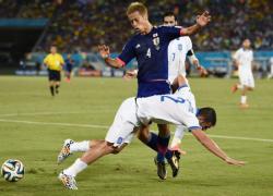 Футбол. ЧМ-2014. Играя весь второй тайм в меньшинстве,  Греция `засушила` Японию