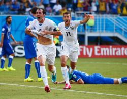 Футбол. ЧМ-2014. Уругвай составил Коста-Рике компанию в плей-офф от группы D