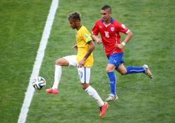 Футбол. ЧМ-2014. Бразильцы одолели Чили лишь с помощью каркаса ворот стадиона `Минейран`