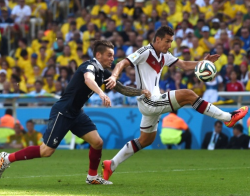 Футбол. ЧМ-2014. Немецкий манншафт в минималистском стиле первым вышел в 1/2 финала