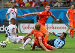 Футбол. ЧМ-2014. Коста-Рика уступила Голландии лишь в серии послематчевых пенальти